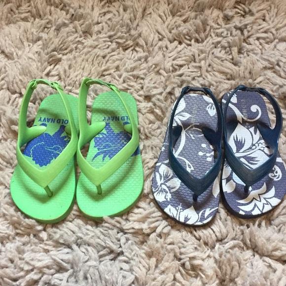 f91fc128a Old Navy Boys Flip Flops Size 7 lime greens   blue.  M 5b9bf3c1aa87702da6ca21fe